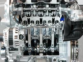 Vista de corte de un motor de automóvil y transmisión foto