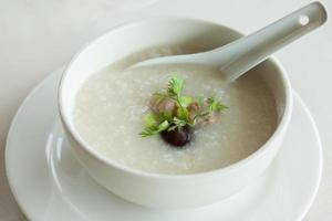 tazón de sopa de arroz foto