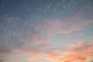 coloridas nubes al atardecer