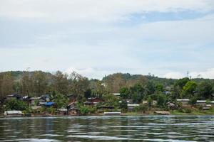 pueblo ubicado en el paseo marítimo de tailandia