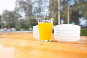vaso de zumo de naranja foto