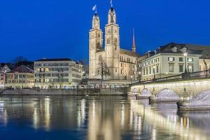 Vista del casco antiguo de Grossmunster y Zurich