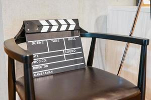 silla de director y badajo de película