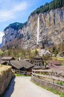Pueblo alpino de Lauterbrunnen en Suiza