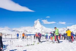 Esquiadores en Gornergrat en Suiza