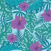 Fondo de follaje tropical con hojas verdes y flores de color púrpura.