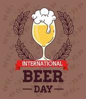 celebración del día internacional de la cerveza con vaso de cerveza