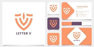 Logotipo de la letra v del escudo simple y minimalista con plantilla de tarjeta de visita vector