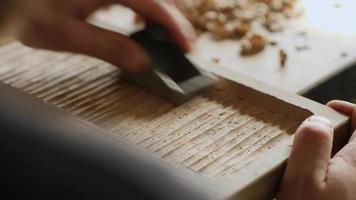 processamento de madeira com plaina video