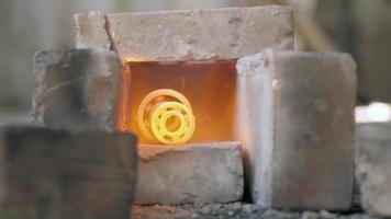 rolamentos em brasa no fogo