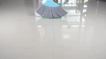 limpeza de pisos ladrilhados.