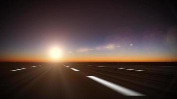 viagem por estrada na rodovia pôr do sol fundo sem costura loop video