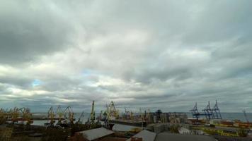 atividade do porto de comércio marítimo