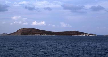 isla y el paisaje del horizonte