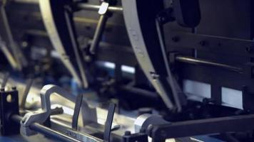 detalles de papel en movimiento sobre transportador