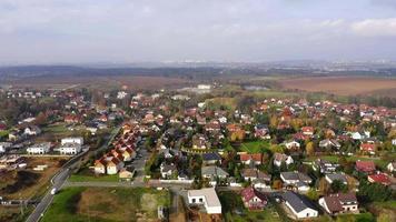 vista aérea de un pueblo en 4 k