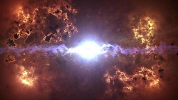 stürmische Wolken mit mittlerem Flare-Plasma-Licht platzen