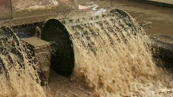 tratamento de água poluída