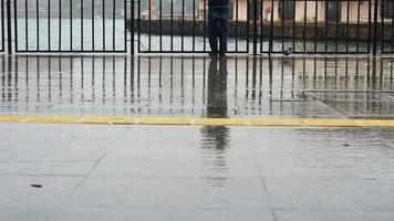 día lluvioso en el kadikoy de estambul