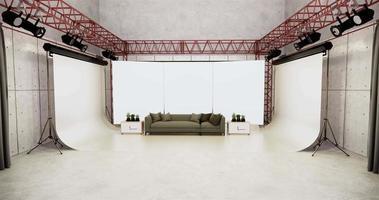 großer Monitor auf der Rückseite eines grauen Sofas im Studio