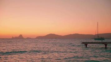 Baleareninsel Formentera Blick auf Ibiza nach Sonnenuntergang video
