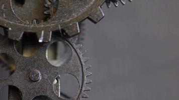 engrenagens de relógio mecânico enferrujado