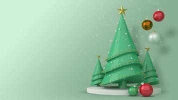 grüner Weihnachtsbaum und Kugeln mit Schnee