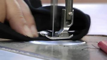 máquina de coser a medida video