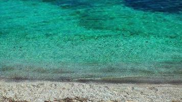 praia e areia de pedra
