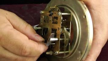 conserto de relógio vintage video