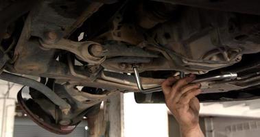 troca de óleo de transmissão de carro