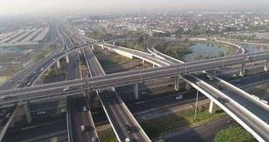 vista aérea de tráfego rodoviário