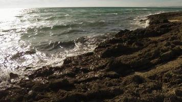 hermosa vista al mar y rocas video