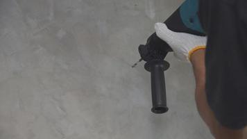 taladrar agujeros en paredes de hormigón.