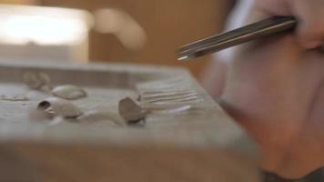 tablero de roble tallado en madera