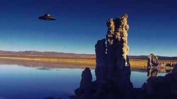 um ufo paira sobre o lago mono