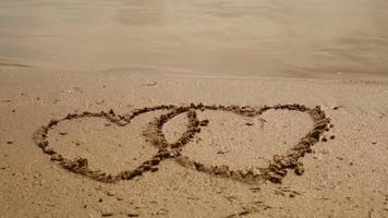 corações na areia