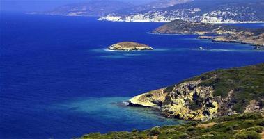 paisagem de rochas montanhosas do mar Egeu video