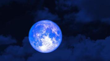 lua super azul no céu noturno