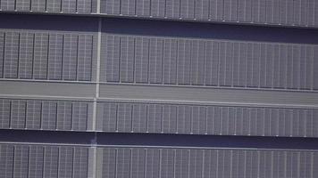 painéis solares em telhados de edifícios