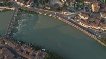 Puente de Ponte Pietra, Verona, Italia