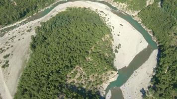 sobre el río Trebbia, Brugnello, Italia video