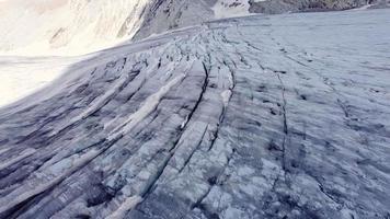 voando sobre as geleiras do passo tonale