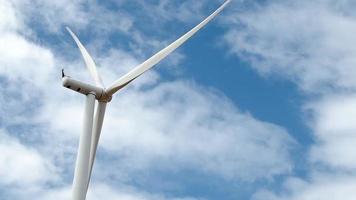 turbina eólica gerando eletricidade