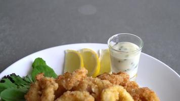lula em um prato branco