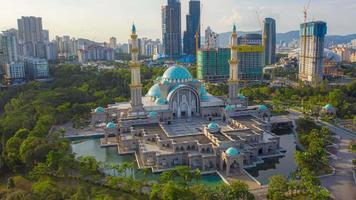 a mesquita do território federal, ou masjid wilayah persekutuan, kuala lumpur, malásia