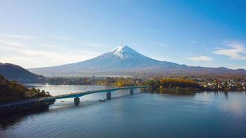 monte fuji en el lago kawaguchiko, yamanashi, japón video