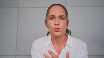 paciente de saúde mental discute com médico ou consultor online video