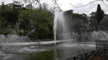 fonteinen en sproeiers in het Yildiz-park video