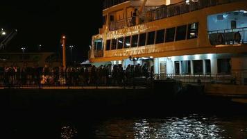 passageiros e navio à noite como lapso de tempo